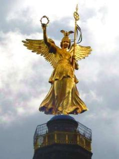 http://upload.wikimedia.org/wikipedia/commons/3/38/Berlin_Siegessaule_-_Victory_golden_statue.jpg